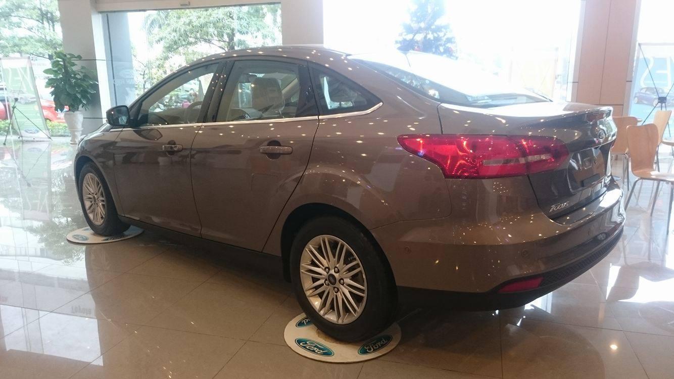 Ford Focus 1.5L Titanium 4 cửa mới