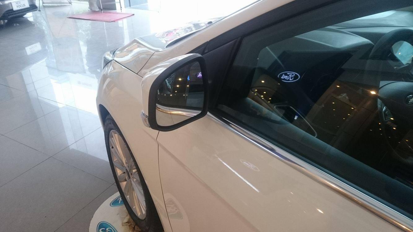 Xe Ford Focus 1.5L Sport 5 cửa