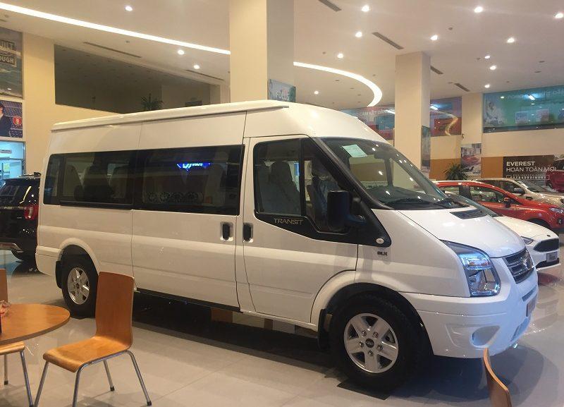 ford-transit-luxury-mau-trang-5-800x577