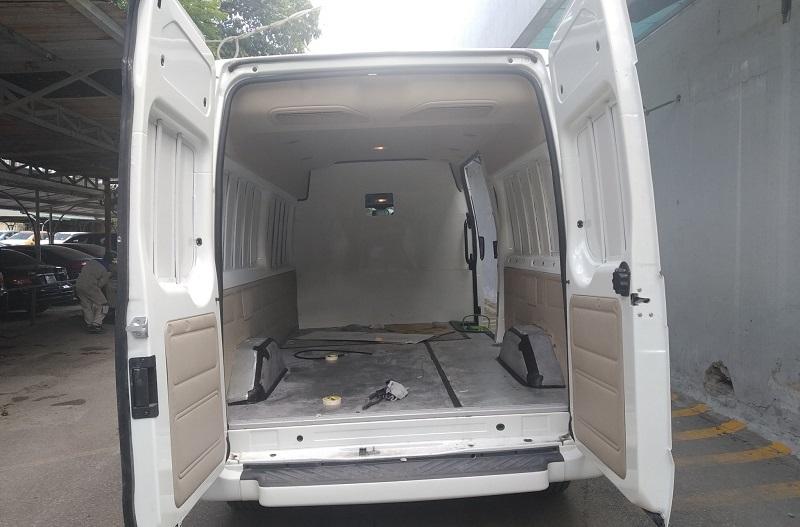 ford-transit-cai-tao-ha-tai-thanh-xe-van-cho-hang-3